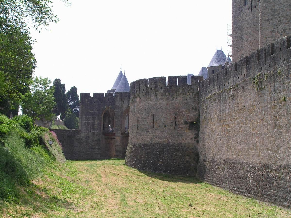 Carcassonne la cit barbacane de la porte narbonnaise for Porte narbonnaise