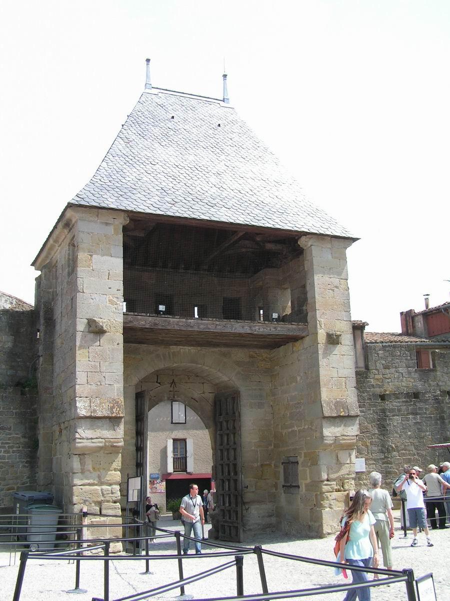 Architecture Dessin : Carcassonne la cité barbacane intérieure du ch teau
