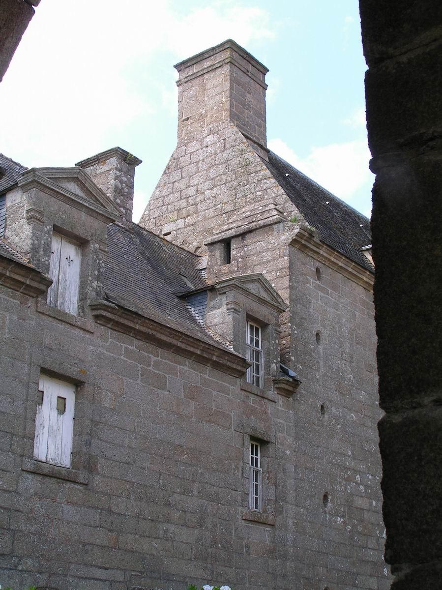 France finistere breles chateau de kergrouadez for Logis ouest
