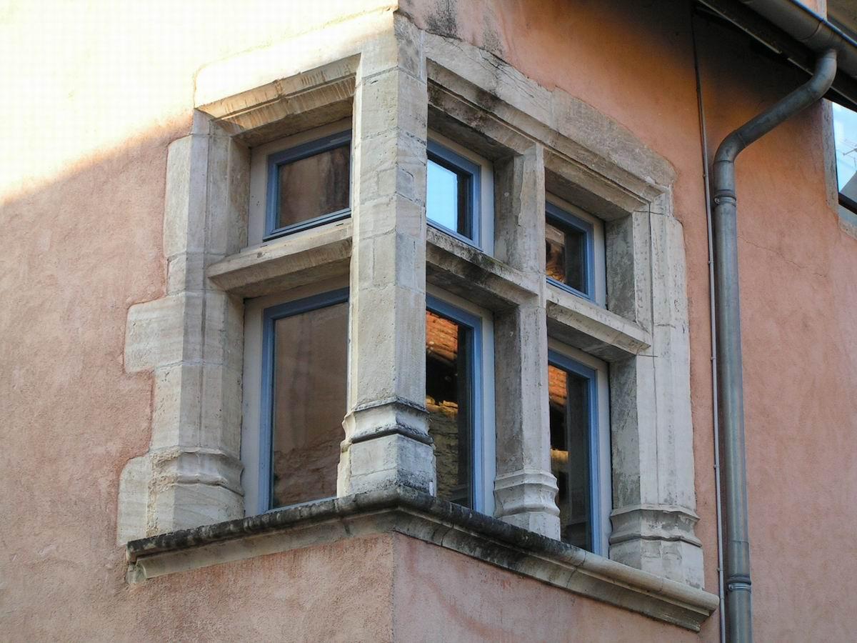 Cr mieu maison garajoud dite du colombier xve xvie si cle for Fenetre d angle