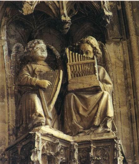 Le Symbolisme Chrétien - 19 eme siècle - Angleterre ( Images) Vienne%20-%20Saint%20Maurice%20-%20Porte%20sud%20-%20Anges%20musiciens%20(15)