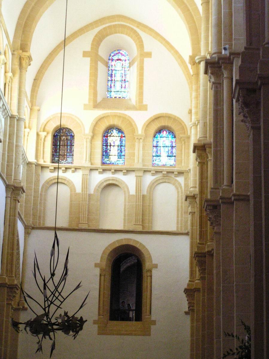 France saone et loire paray le monial basilique du for Interieur frans